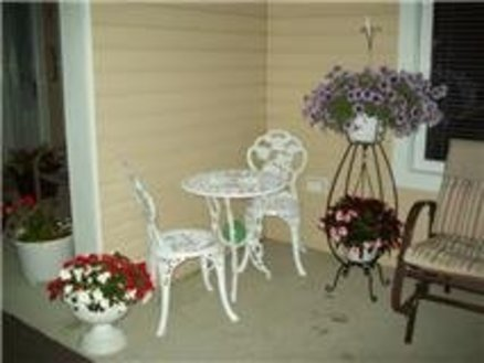 Decor table and chairs